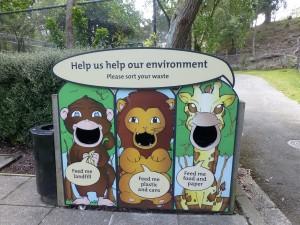 園内のゴミ箱