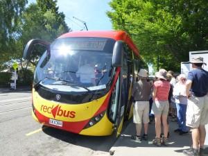 レッド・ゾーン・ツアーのバス