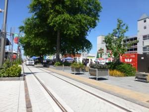 コンテナショップが並ぶショッピング街