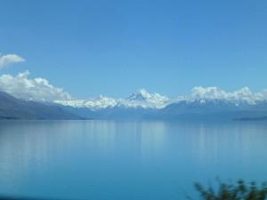 湖越しに見るマウント・クック