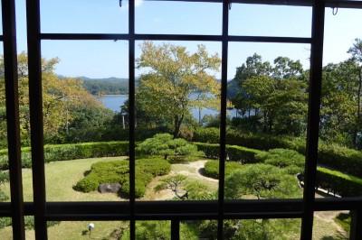 「坐漁荘」2階より海に見立てた入鹿池を望む