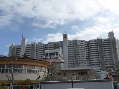 京急側から見たマホロバ・マインズ三浦