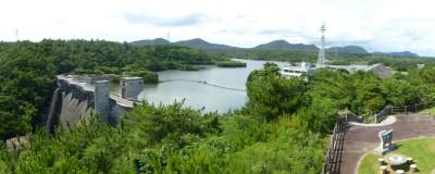 展望台から見た漢那ダム
