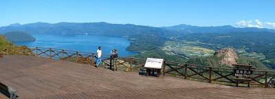 有珠山展望台からの洞爺湖と昭和新山